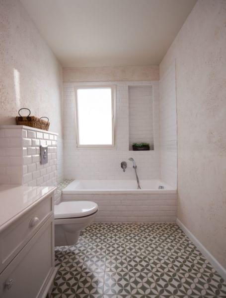 חדר רחצה מעוצב בסגנון כפרי, עיצוב שרי בר-נע גבעון light-design