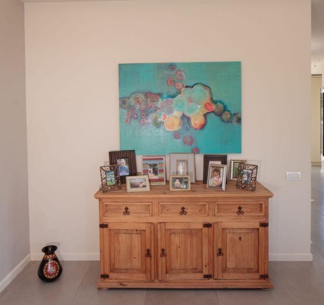 שידה מקסיקנית בסלון , עיצוב שרי בר-נע גבעון light-design