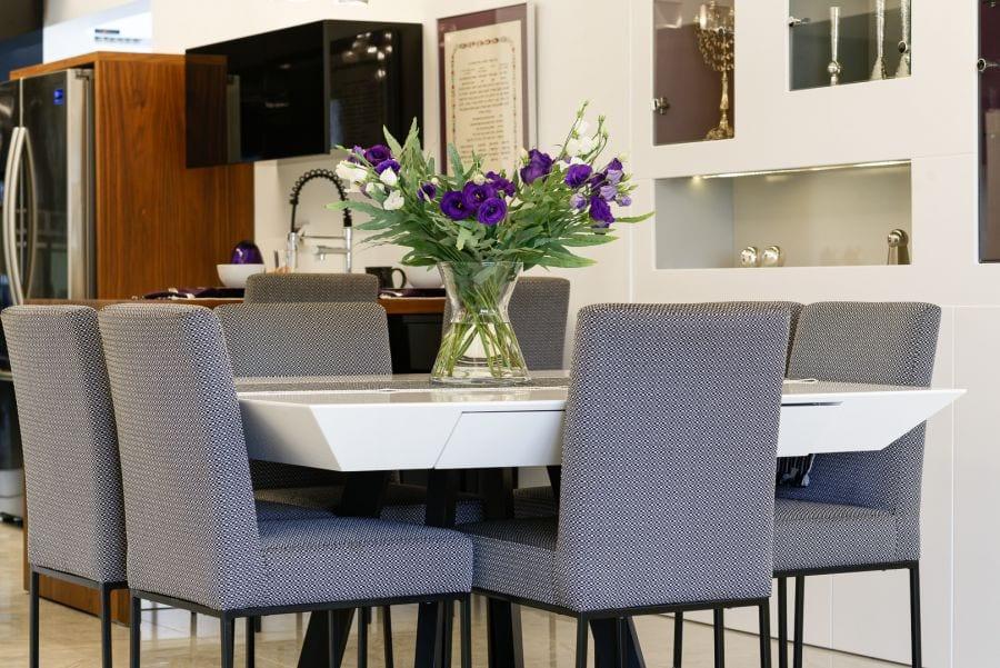 פינת אוכל מודרנית מעוצבת, עיצוב שרי בר-נע גבעון light-design