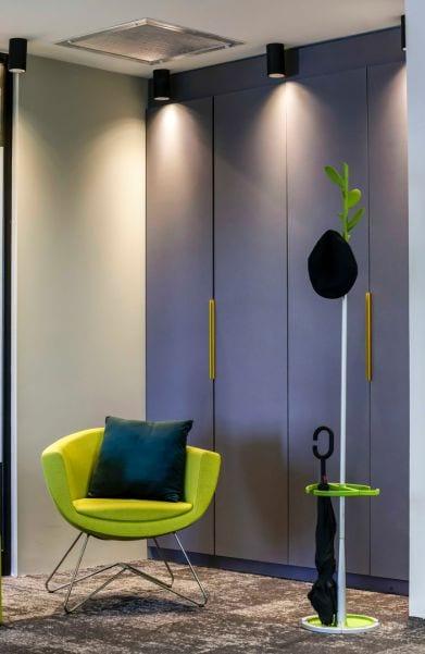משרד עורכי דין מבואת כניסה ופינת המתנה, שרי בר-נע גבעון light-design