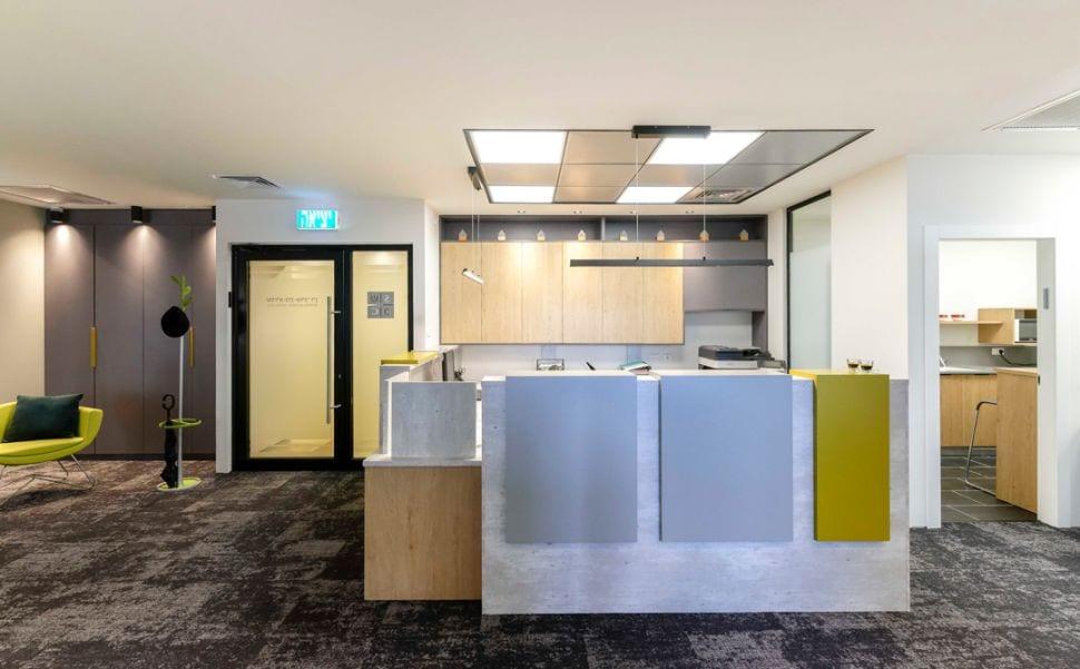 משרד עורכי דין מבואת כניסה ודלפק, שרי בר-נע גבעון light-design