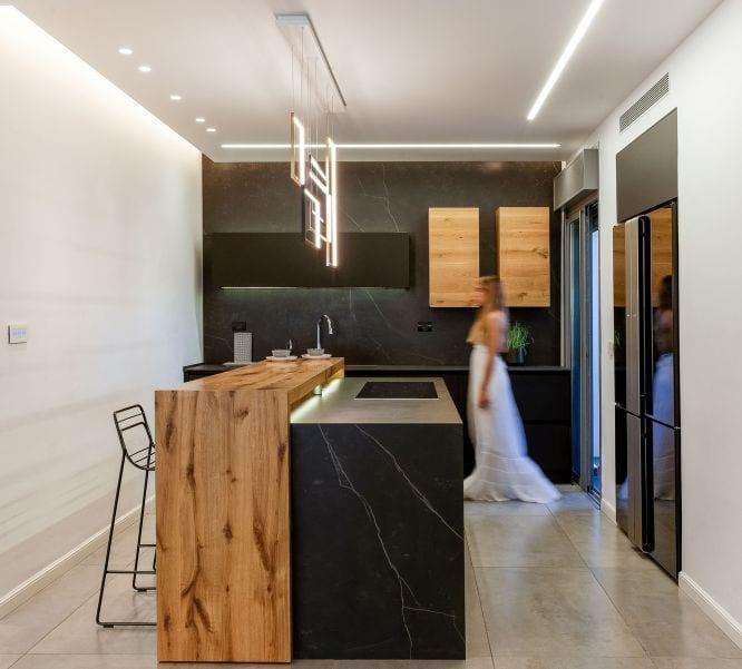 מטבח בדירת גן עם בריכה במודיעין שרי בר-נע גבעון light-design