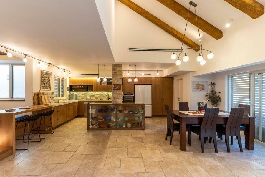 מטבח עץ מעוצב בית ברעות שרי בר-נע גבעון light-design