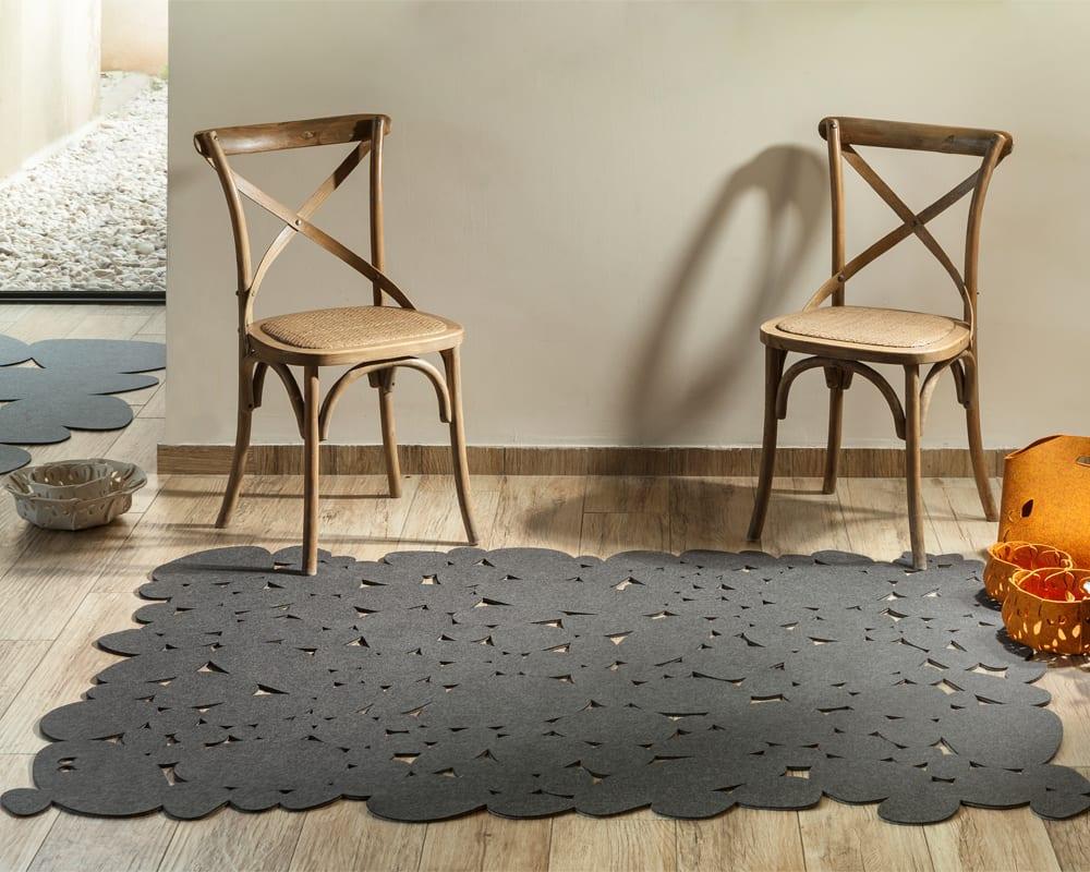שטיח חלוקי נחל מלבד טבעי וסלסלות נוי לאחסון
