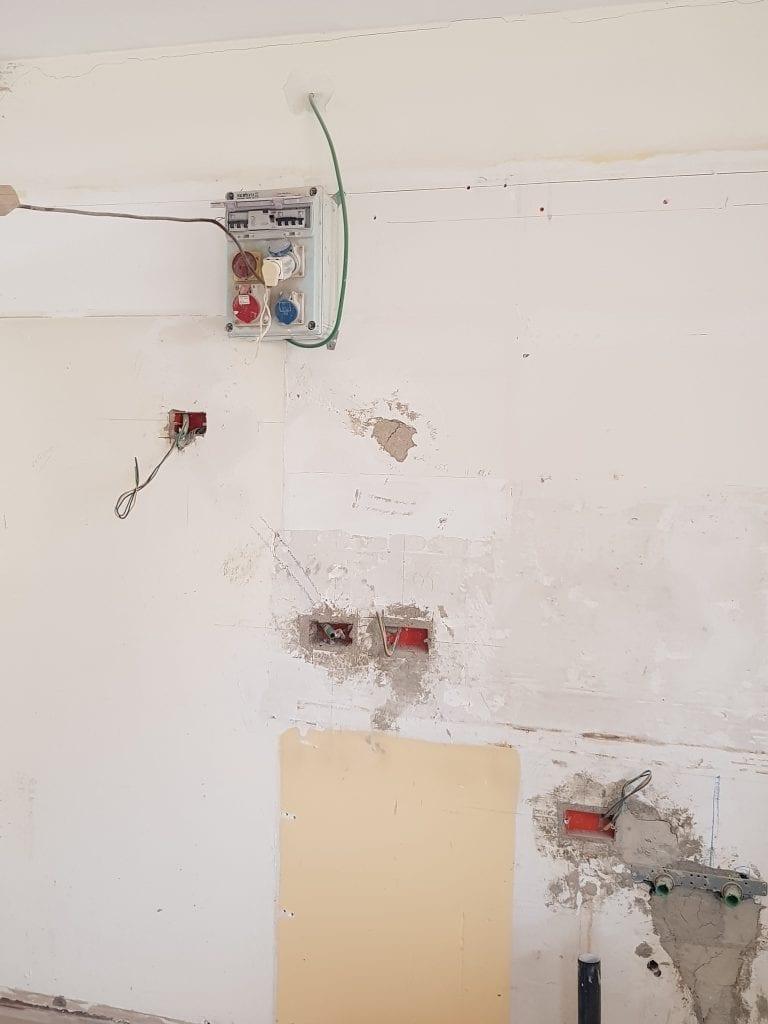 לוח חשמל זמני בשיפוץ הכולל הגדלת הפאזות