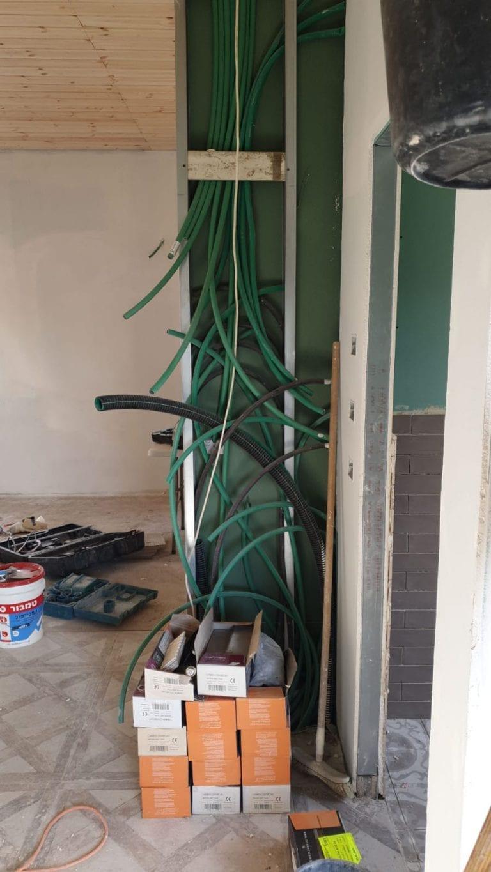 העברת תשתית חשמל ללוח חשמל בקיר גבס