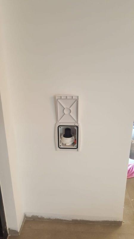פתח בקיר שליפת צינור למערכת שאברב