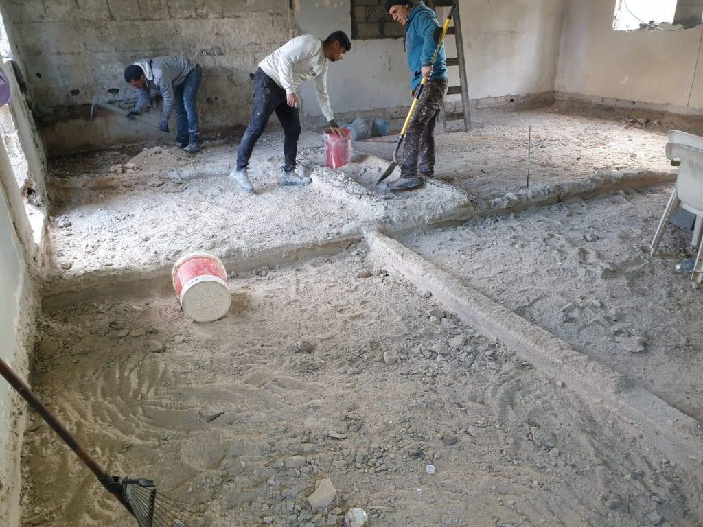 סימון מיקומי קירות על הבטון