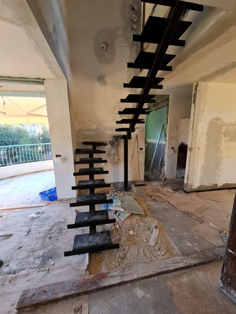 גרם מדרגות חדש בניילונים