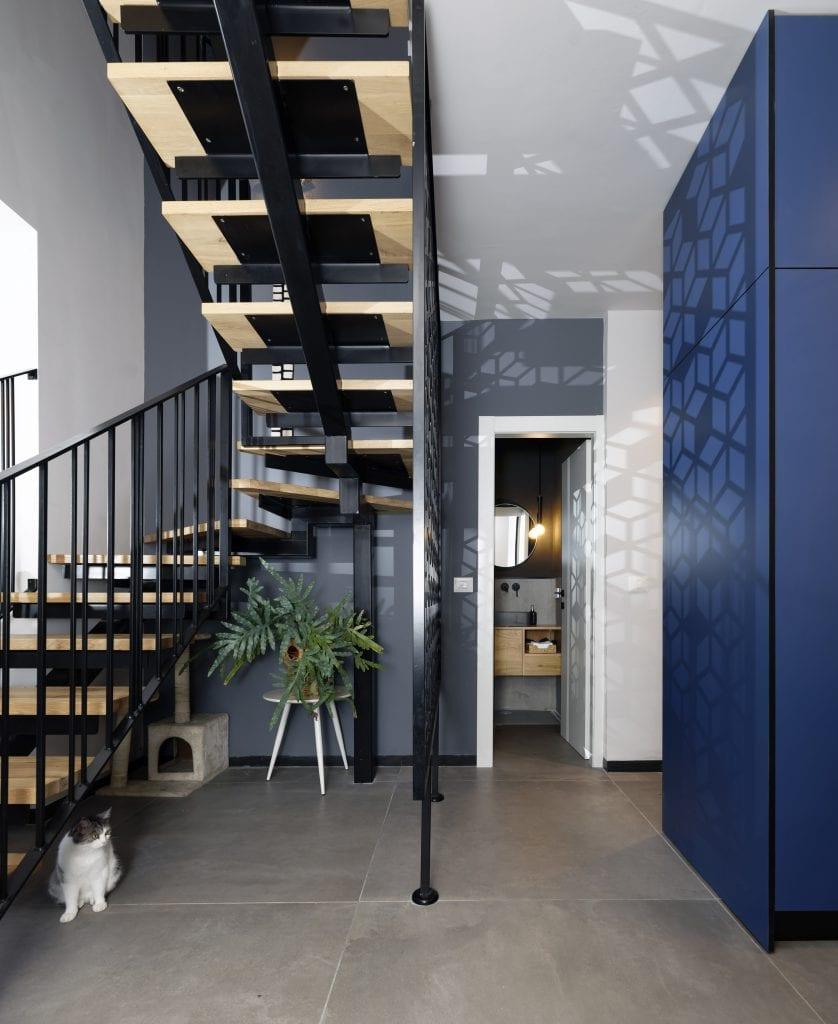 מסך משרביה מצניע את הכניסה לשירותי האורחים ולקליניקה